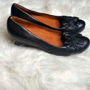 Gentle souls  by Kenneth Cole wedge Real Joy 8.5